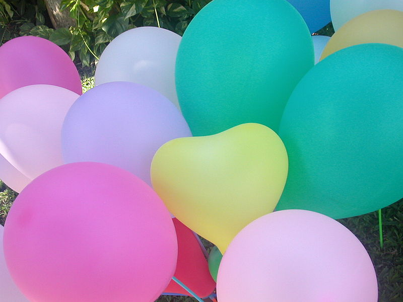 800px-Toy_balloons_7